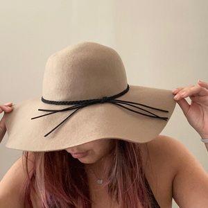 NWT Large tan / taupe felt floppy hat